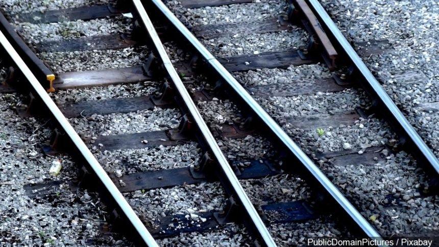 Train tracks railroad generic MGN