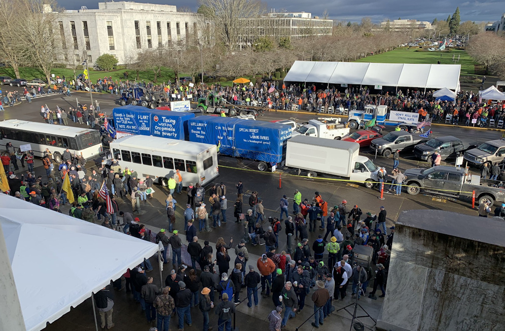 Truckers and others opposed to 'cap and trade' climate change bill gather at Oregon Capitol Thursday morning