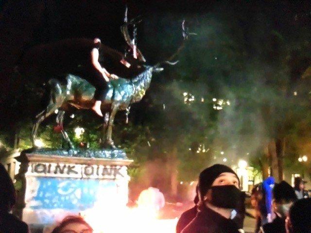 Elk statue damaged Portland Police Bureau