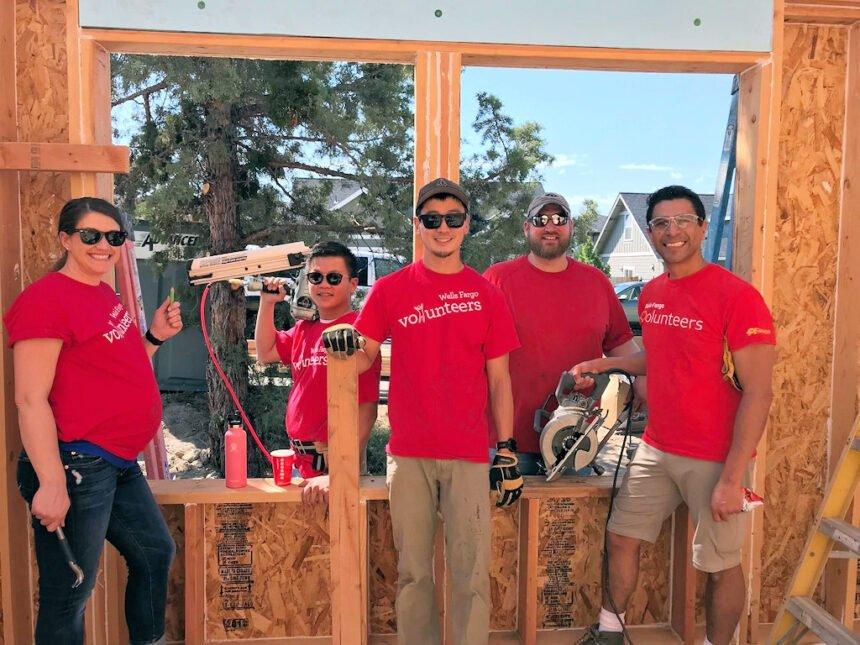 Wells Fargo Bend-Redmond Habitat volunteers
