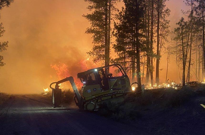 Sycan River Fire bulldozer USFS 530