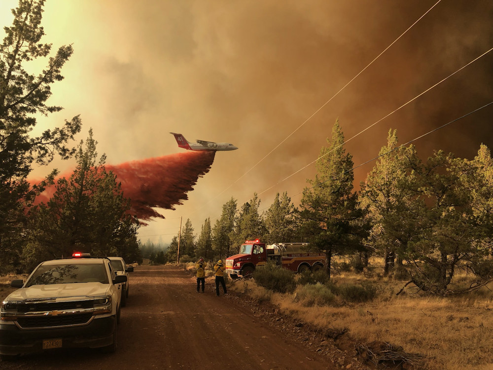 Retardant plane at work on the Grandview Fire in July 2021