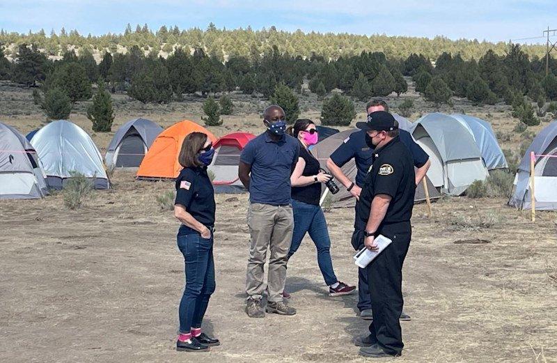 Oregon Gov. Kate Brown visits Bootleg fire camp in Bly