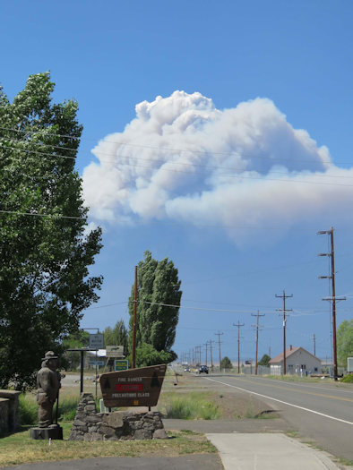 Smoke plume from the fast-growing Bootleg Fire towers over the town of Bly
