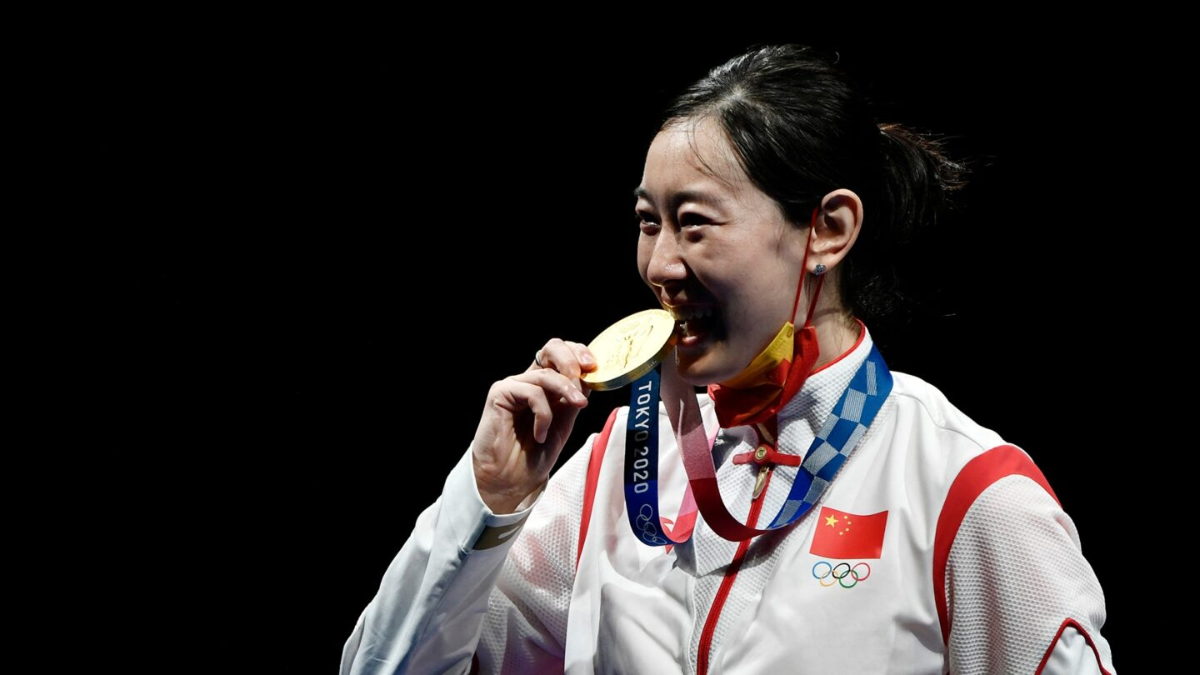 China's Sun Yiwen wins fencing gold in dramatic fashion