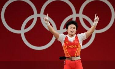 Hou Zhihui breaks Olympic record in 49kg twice in same day