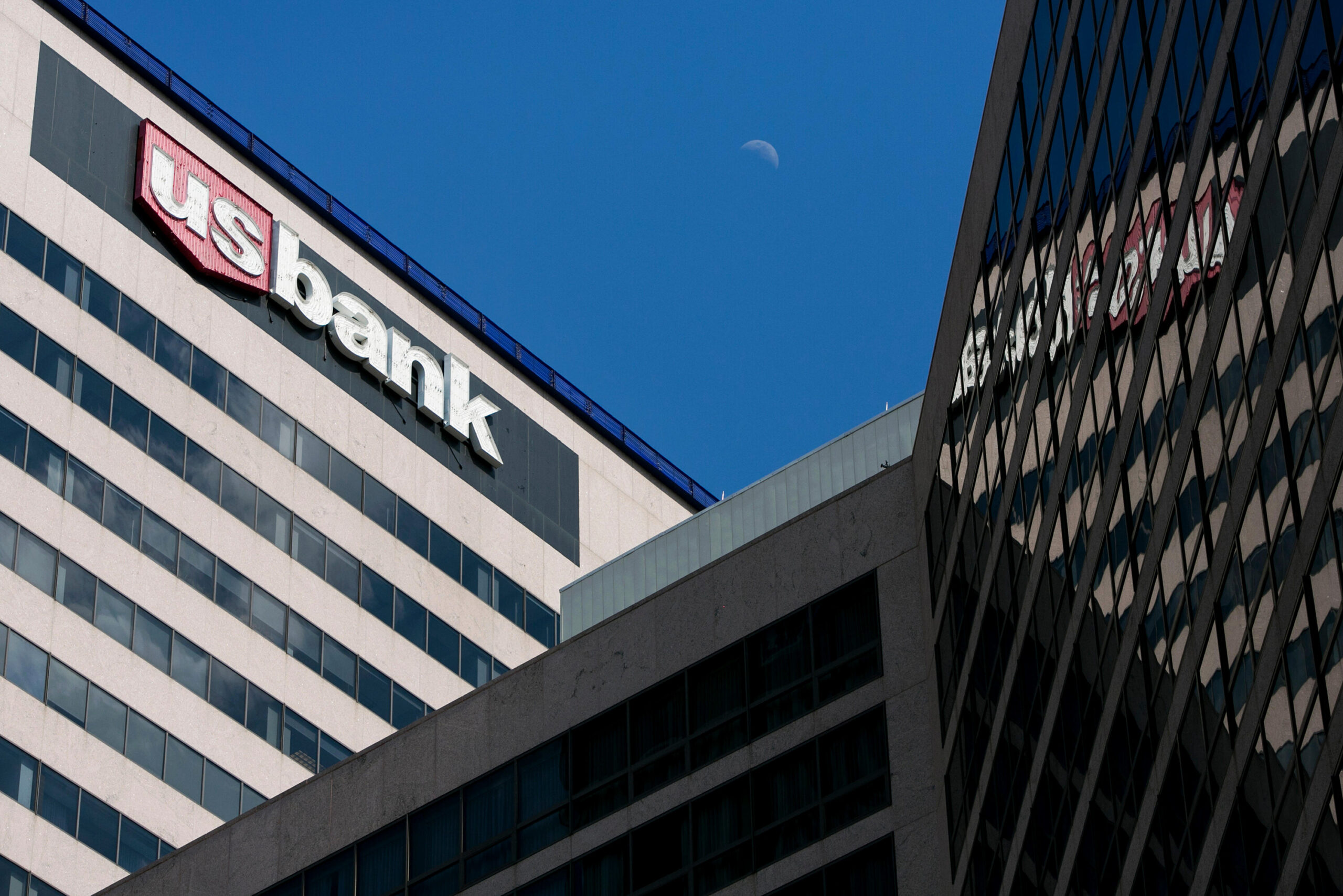 <i>Kristoffer Tripplaar/Alamy Stock Photo</i><br/>Big banks are beginning to push back their return-to-office dates because of surging Covid-19 cases. This image shows the U.S. Bank building in Cincinnati