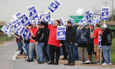 Democratic Senator Elizabeth Warren voiced her support Thursday for striking John Deere workers