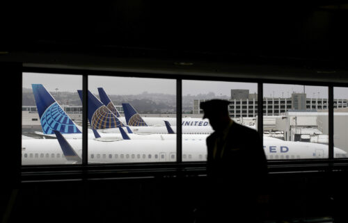 United workers do not want to fly with unvaccinated co-workers
